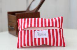 Czerwone etui na chusteczki higieniczne