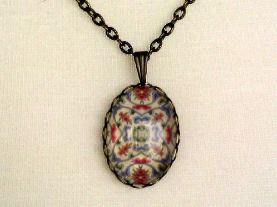 Medalion z kaboszonem 2