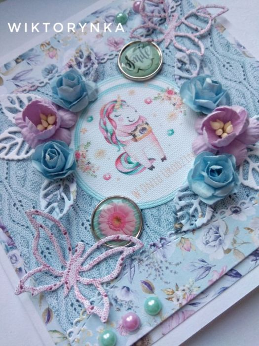 Kartka na urodziny plus pudełeczko. - kwiaty urodzinowe