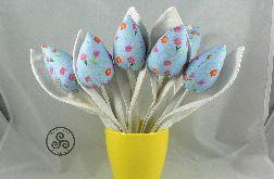 Tulipany niebieskie. Białe liście