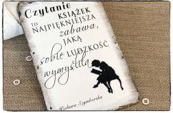 Tabliczka z napisem ~A ja czytam i czytam...~