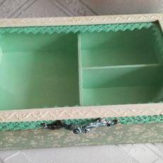 Pudełko z szybką na biżuterię