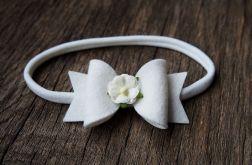 Opaska do włosów kokardka z kwiatkiem biała