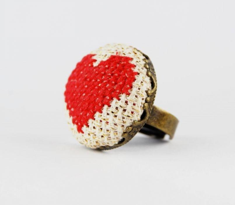 Haftowany pierścionek