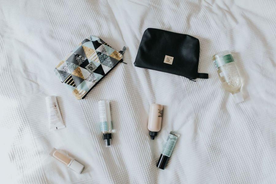 Kolorowa kosmetyczka do torebki, trójkąty.