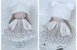 Lalka w sukience, lalkę można przebierać