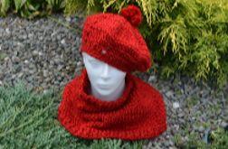 Zestaw zrobiony ręcznie na drutach z wełny - beret z pomponem i komin