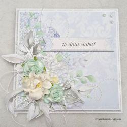Kartka ślubna z papierowymi kwiatami