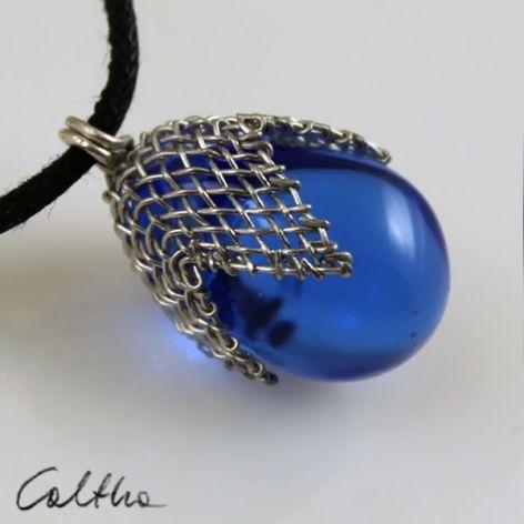 Błękitny w siateczce - wisior