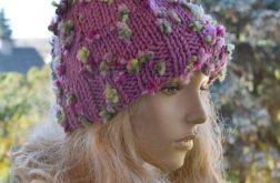Purpurowa fantazyjna czapka z pomponem