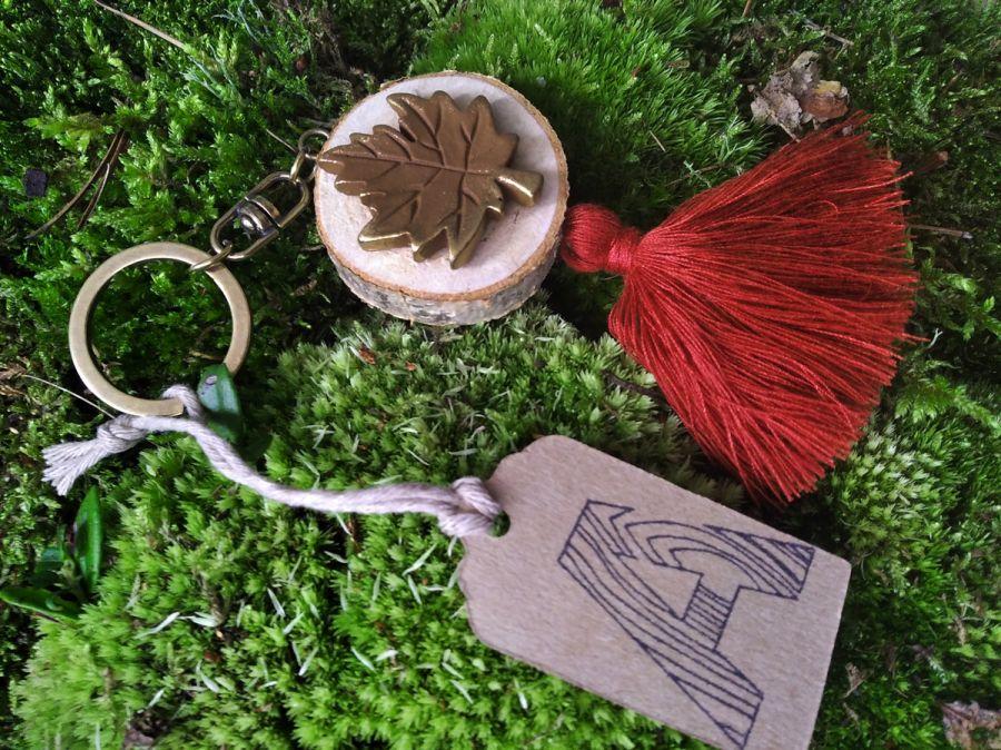 Breloczek drewniany rustykalny liść miedziany