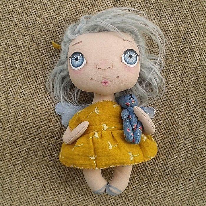 ANIOŁEK lalka - dekoracja tekstylna, OOAK /11 - nie rozstaję się z misiem