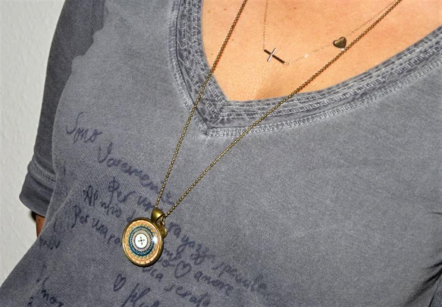 Długi Naszyjnik Button