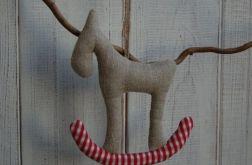 Lniany konik na kraciastym biegunie
