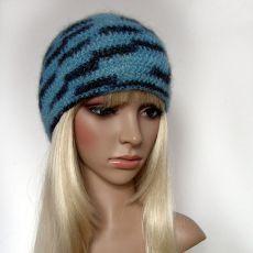 Błękitna czapka z różyczkami