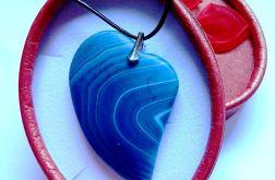 Matowy agat kolisty, niebieskie serce, wisior