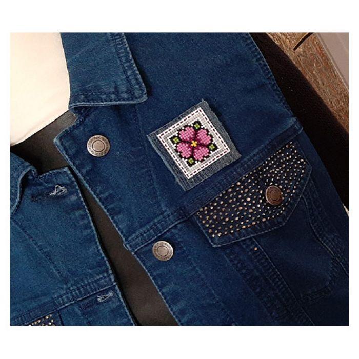 4632 broszka haft krzyżykowy rękodzieło