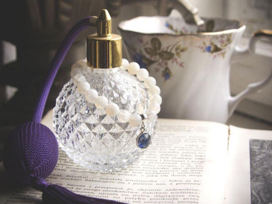 Bransoletka z białych agatów, srebra i szkła
