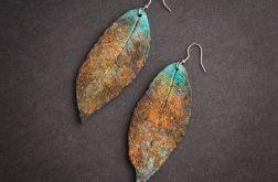 Pordzewiałe kolczyki w kształcie liści