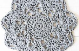Ażurowy dywanik bawełniany