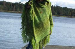 Poncho w odcieniach zieleni