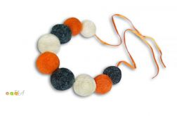 Korale z filcu biało siwo pomarańczowe