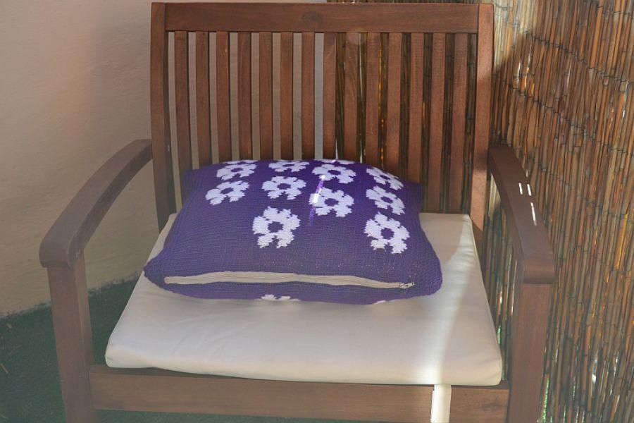 Fioletowa w kwiatki-poduszka