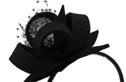Czarna opaska z dekoracją. Fascynator