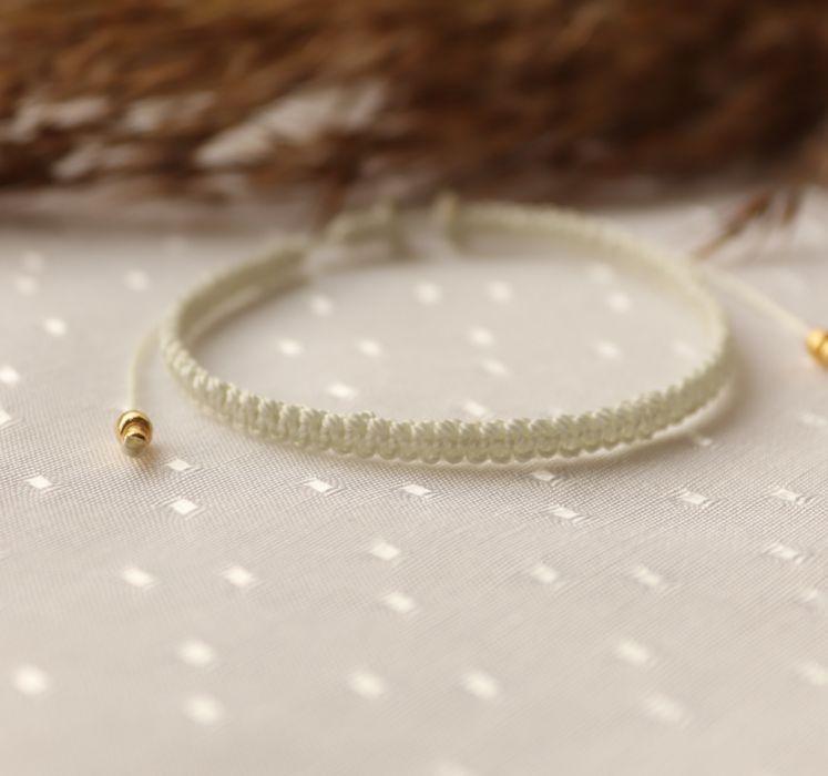 Pleciona, kremowa bransoletka na rękę - Delikatna sznurkowa bransoletka na rękę