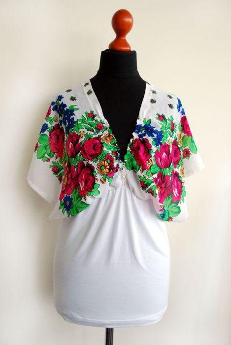 Biała kimonowa bluzka w kwiaty