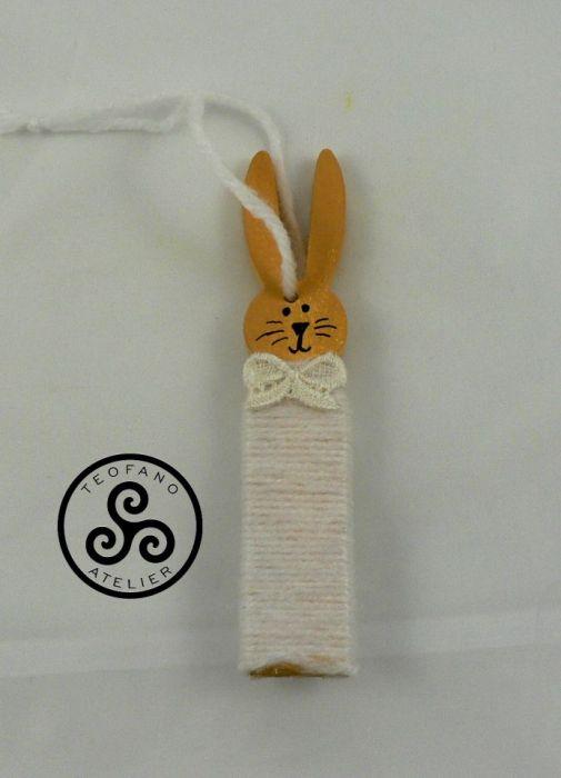 Drewniany zajączek w włóczce (biały)