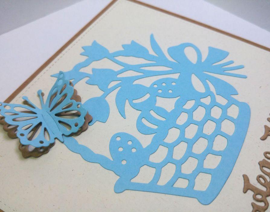 Kartka wielkanocna - niebieski koszyczek nr 1 - motylek 3D