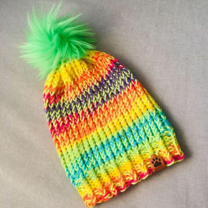 Neonowa czapka dziecięca duży pompon