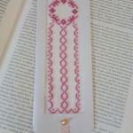 Zakładka do książki haftowana - różowy wianuszek - zakładka w książce