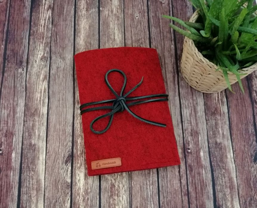 Filcowa okładka ,na książkę  A5,c/czerwona