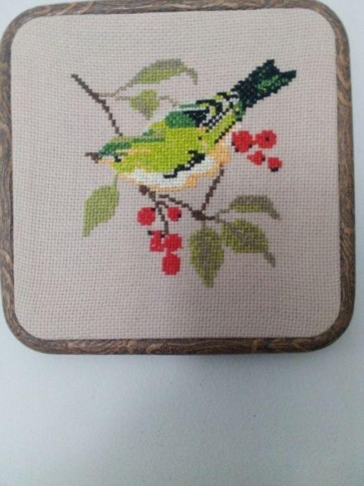 Haftowany ptak w tamborku- ramce - obrazek 1/ - widok