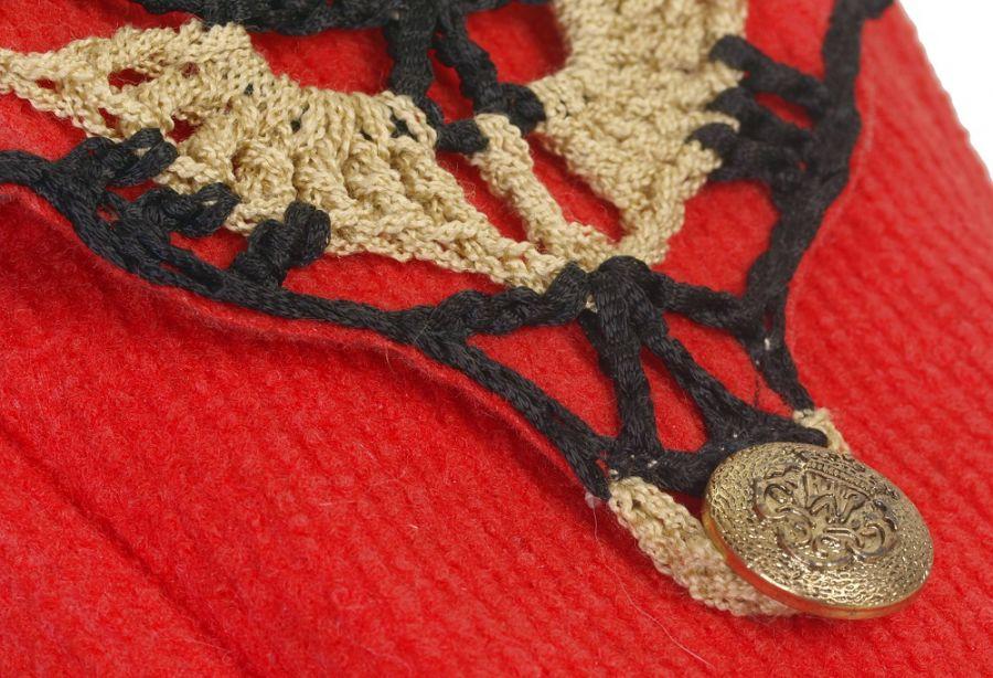 SwS TOREBKI Torebka boho czerwona, kuferek - Zbliżenie dekoracyjnej wstawki