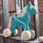 Drewniany konik do ciągania, zieleń morska+ - konik akwamaryna + srebrny