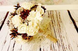 Bukiet ślubny z kwiatów sola i szyszek