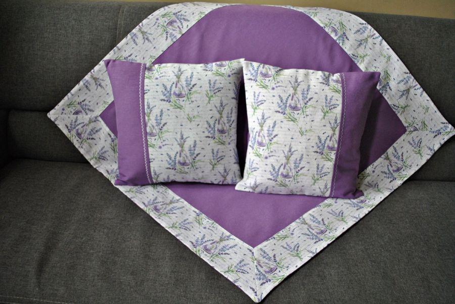 Kwadratowy obrus 88 x 88 cm -lawenda i napisy -