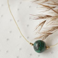 Naszyjnik z zieloną kulą