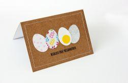 Kartka wielkanocna z pstrokatymi jajeczkami