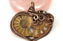 Miedziany wisior ze skamieliną Amonitu serce