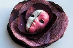 Broszka Masquerade - Burgundowa