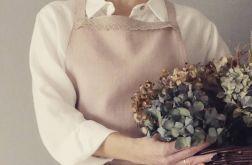 Fartuch lniany pudrowy róż z koronką