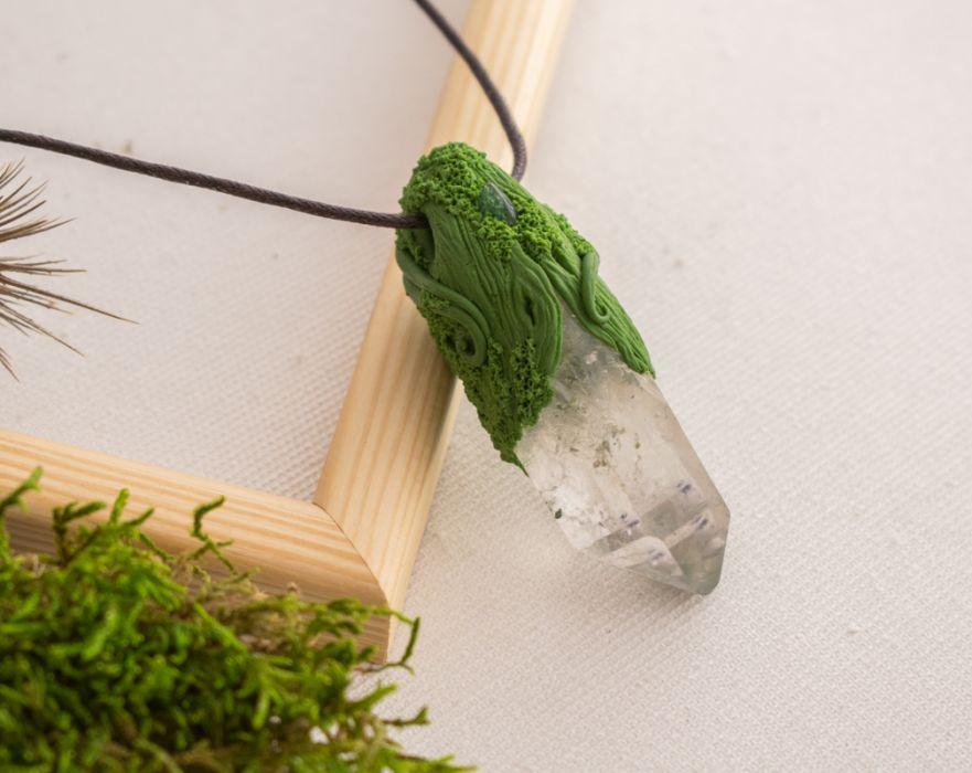 Wisior z kryształem górskim Acaila