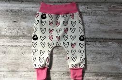 Spodnie baggy rozmiar 68 w serduszka