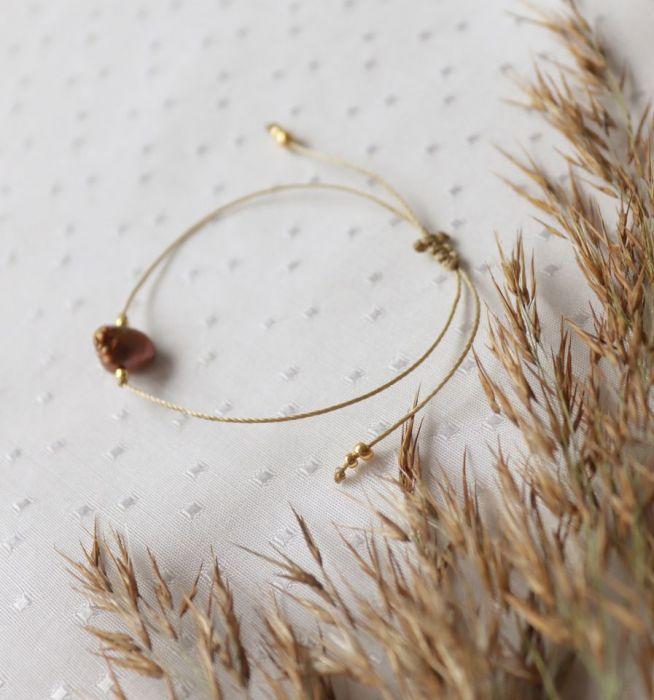 Bransoletka minimalistyczna z brązową perłą - Bransoletka na sznureczku z perłą hodowlaną