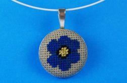 Naszyjnik chabrowy, haftowany kwiat