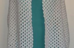 Szydełkowy biały szal